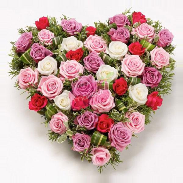 Livraison de fleurs coeur roses et feuillage mafleur - Bouquet de fleur en coeur ...